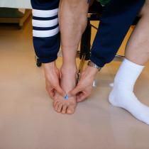 10:中足骨疲労骨折  ここに痛みや腫れがあるときはレントゲンを撮ってもらう必要があります。